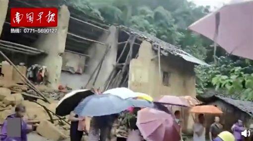 中國大陸廣西遭暴雨襲擊,房屋倒塌4女童慘死(圖/翻攝自南國早報微博)