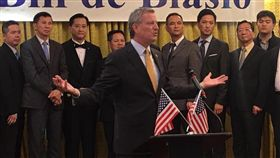 反川普 白思豪連任紐約市長成功反川普的民主黨紐約市長白思豪,7日毫無意外地連任成功。中央社記者黃兆平紐約攝 106年11月8日