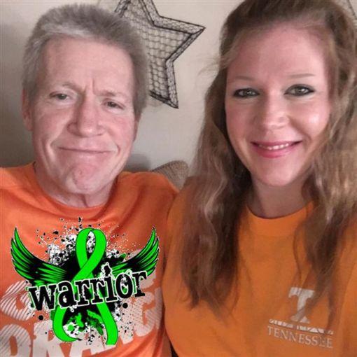 父親生前開心和女兒的合照。(圖/翻攝自謝里爾(Cheryl Bennett Wiygul)臉書)