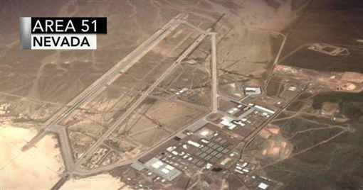 你聽過「神秘51區」嗎?不少科幻電影或是研究外星人的節目都經常提到這個51區(Area 51),它其實是美國的一項軍事基地,現在更有網友在臉書號召大家一起「直闖51區」尋找外星人真面目,響應人數破百萬。(圖/翻攝自臉書Storm Area 51)