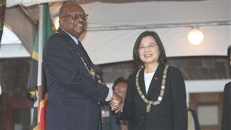 克國贈勳章 總統:夥伴關係最大肯定
