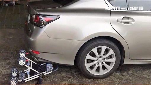 彰化縣張姓男子倒車時撞到孫子,當場頭部遭受重創,經送醫急救後仍宣告不治(翻攝畫面)