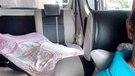 印尼,計程車,司機,大體,雅加達。(圖/翻攝自TribunJakarta Official YOUTUBE)