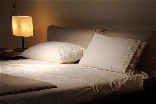 旅館,民宿,飯店,旅宿,床(示意圖/翻攝自Pixabay)