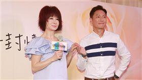 睽違台灣螢光幕「第一代小龍女」潘迎紫及謝祖武首度演出舞台劇。(圖/記者林士傑攝影)