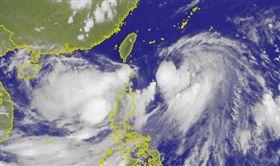 颱風丹娜絲路徑再「往東修」!預測中心登陸機率降低(圖/翻攝自中央氣象局)