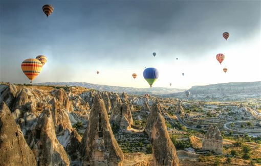 2.shutterstock_64378114(Hot air balloons above a gorgeous landscape).jpg