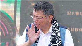 台北市長柯文哲信義商圈出席曙光祭活動。(記者邱榮吉/攝影)