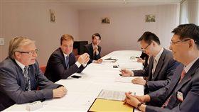 立法院秘書長林志嘉在曾厚仁大使陪同下與歐洲議會威勒秘書長會晤及與歐洲議會友台小組蓋勒主席會晤,立法院提供