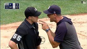 ▲洋基總教練布恩(Aaron Boone)和主審對罵。(圖/翻攝自MLB官網)