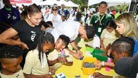 NBA/有愛!柯瑞夫婦創兒童基金會 NBA,金州勇士,Stephen Curry,Ayesha Curry,慈善 翻攝自推特