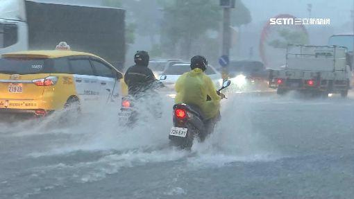 豪雨轟炸高雄!道路癱瘓現「2米水火噴泉」