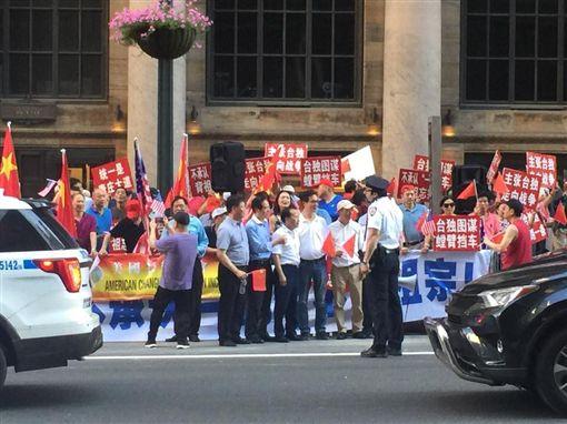蔡英文,抗議,美國(圖/翻攝管碧玲臉書)
