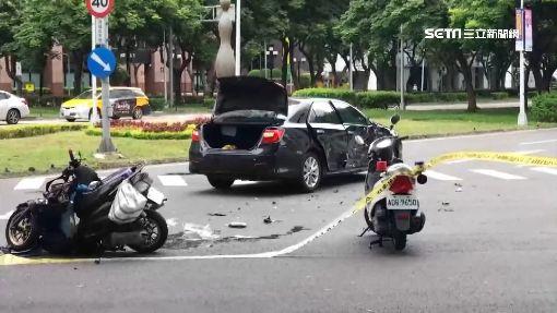 悚!轎車趕上班搶快左轉 綠燈騎士攔腰撞斷魂