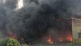 龜山,倉儲,鐵皮,火警,濃煙