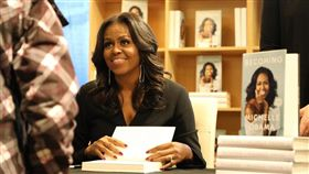 美國前第一夫人蜜雪兒.歐巴馬2019年達成一項個人生涯里程碑,她的書「成為這樣的我:蜜雪兒.歐巴馬」熱銷1000萬本,堪稱是史上最暢銷的回憶錄。
