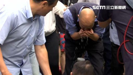 韓國瑜勘查因豪雨導致地下室進水「裕藏富邑大廈」