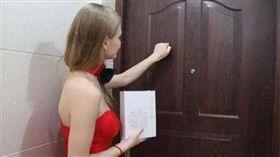 (圖/翻攝自搜狐)烏克蘭,美女,敲門