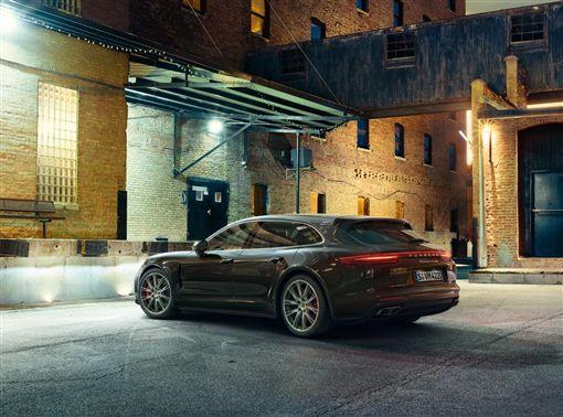 ▲台灣保時捷限量推出「Porsche Panamera十年淬藏套件」。(圖/Porsche提供)