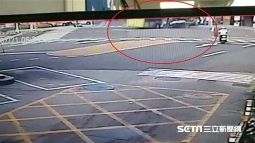 新北,蘆洲,公車,車禍,監視器(圖/翻攝畫面)
