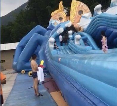 影/家長注意!充氣滑水設施突崩塌 8歲女童受困缺氧不治圖/翻攝自騰訊