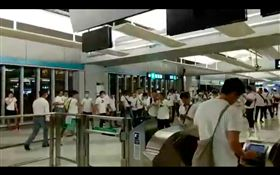 反送中/白衣人無差別攻擊遊行民眾!港議員、記者臉濺血 圖翻攝自立場新聞臉書