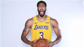 NBA/一眉改投籃姿勢!新招美如畫 NBA,洛杉磯湖人,Anthony Davis,LeBron James 翻攝自推特