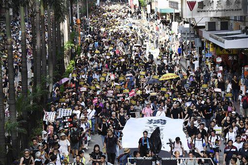 香港,反送中,白衣人,血洗元朗,林鄭月娥,黑警