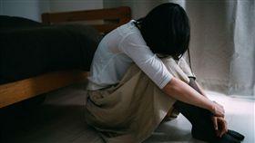 (圖/取自pakutaso)女子,媽媽,難過,哭,憂鬱