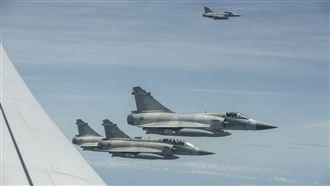 小英返國 4架幻象戰機伴飛照片曝光