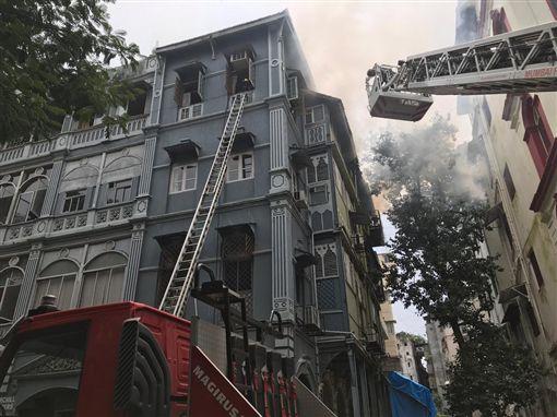 印度孟買政府辦公大樓失火(圖/翻攝自推特)