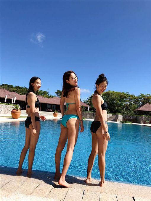 賈永婕母女三人泳裝照。圖/翻攝自賈永婕臉書