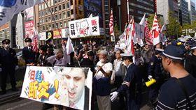 日管制半導體原料輸韓 新仇舊恨似難善了(2)日本政府4日起加強管制3項關鍵半導體原料出口南韓,使日韓關係再度緊繃。圖為2018年11月18日在大阪市心齋橋旁抗議南韓政府的遊行。(資料照片)中央社記者楊明珠大阪攝  108年7月7日