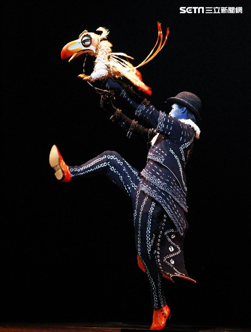 真人版「獅子王」音樂劇撼動人心的演唱搭配栩栩如真的非洲叢林、原野動物,讓現場觀眾都震撼不已。(記者邱榮吉/攝影)