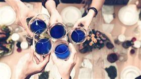 西班牙新創公司推出藍色葡萄酒。(翻攝自Gïk Vino Azul / Gïk Blue Wine臉書)