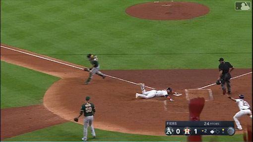 ▲太空人古瑞爾(Yuli Gurriel)跑出場內全壘打。(圖/翻攝自MLB官網)