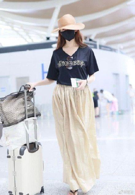 林志玲再度穿上孕肚洋裝,破除謠言。圖翻攝自微博