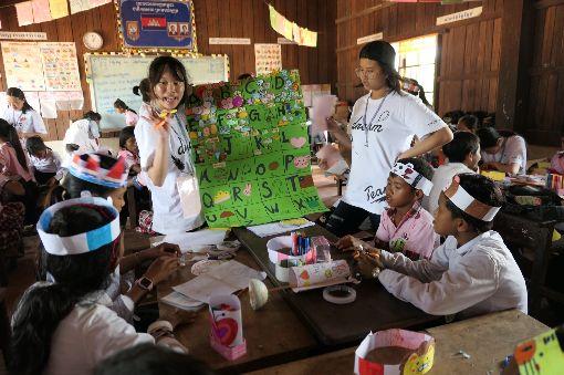 馬祖青少年前進柬埔寨 寓教於樂認識異國文化馬祖青少年在家扶社工帶領下,前往柬埔寨進行國際志工服務,讓孩子們透過遊戲、戲劇、實作等活動,寓教於樂,也認識多元外國文化內涵。(馬祖家扶提供)中央社 108年7月24日