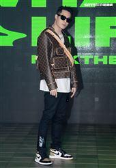 周湯豪「WHAT A LIFE」發行專輯派對,秀LV酷帥穿搭價值半場秀。(記者邱榮吉/攝影)