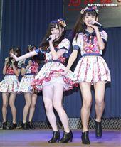 人氣女團AKB48 Team TP發片記者會,現場熱唱新歌《TTP Festival》。(記者林士傑/攝影)
