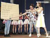 人氣女團AKB48 Team TP發片記者會,豆花妹蔡黃汝擔任嘉賓團員們又驚又喜。(記者林士傑/攝影)