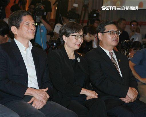 葉菊蘭出席美食展被媒體包圍,圖/記者邱榮吉攝影