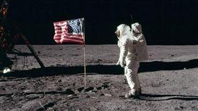 太空人阿姆斯壯(Neil Armstrong)(圖/翻攝自推特)