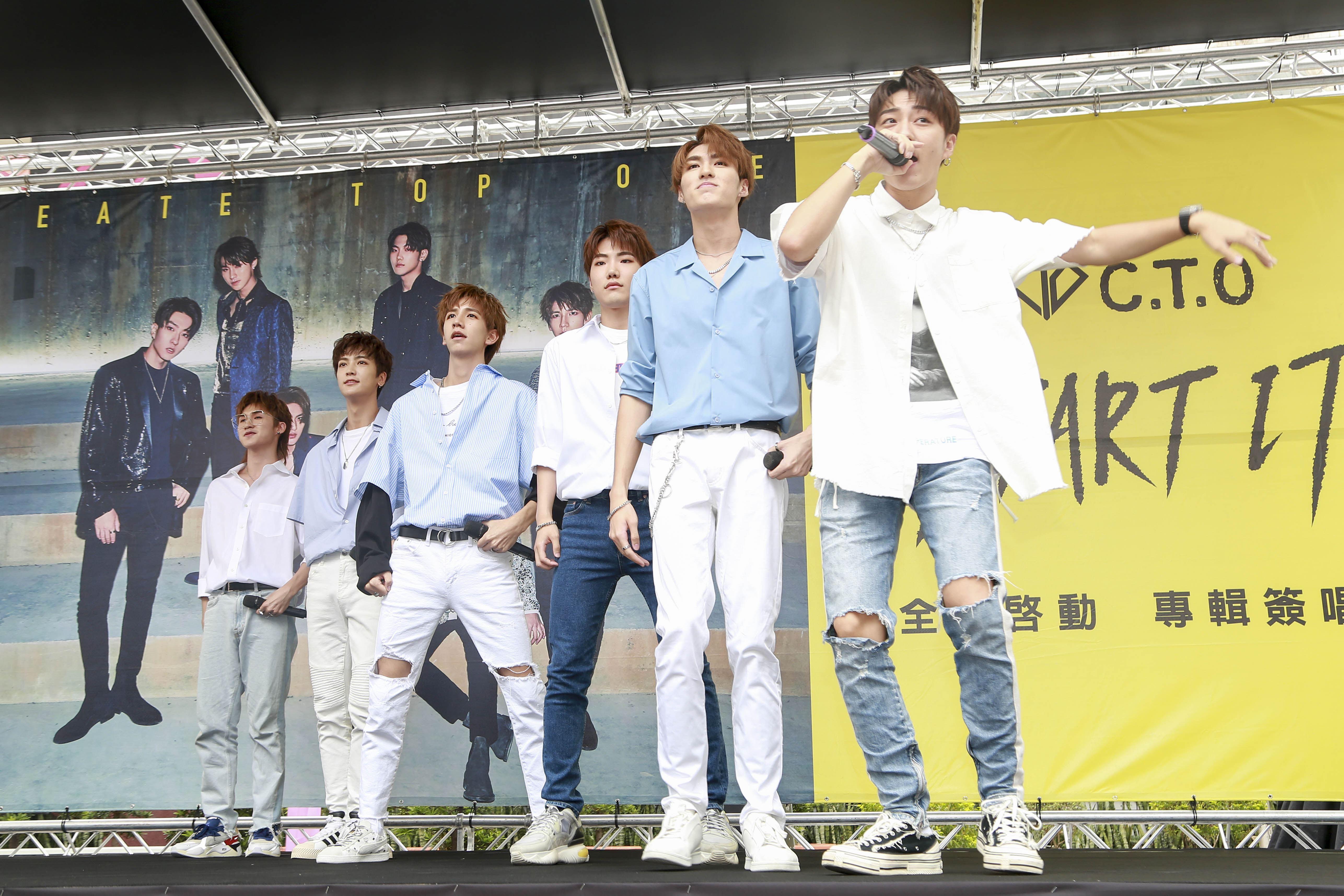 男團C.T.O於西門町舉辦簽唱會。(圖/記者林士傑攝影)