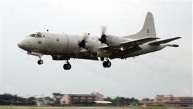 屬屏東基地乙架P-3C反潛機機艙冒煙緊急降落人機均安。(圖為同機型)(記者邱榮吉/攝影)