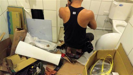 浴室裝修。(圖/台北市建管處提供)