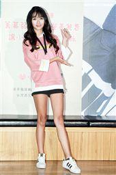 「創作童星歌手轉大人」21歲女生許雅涵重新出道勇闖電影圈,擔任公益大使。(記者邱榮吉/攝影)