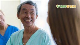 胰臟癌相較於其他癌症,存活率之所以偏低,主要可歸咎於超過三分之二的患者都是65歲以上的老年族群,且難以早期發現。