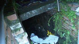 高雄,防火巷,涵洞,排水溝(圖/翻攝畫面)