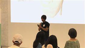 編舞家黃翊26日下午出席「Arts@ITRI藝術家進駐工研院」第2季分享會,介紹他與工研院團隊的創作計畫「靈魂的標本」。